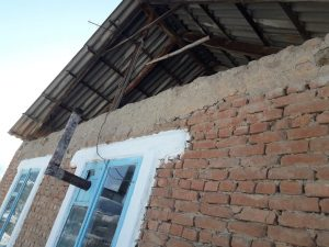 Кадамжайдагы кооптуу абалдагы мектеп (сүрөт)